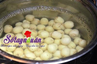 Cách nấu chè nhãn hạt sen (4)