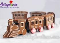 Thực đơn tiệc Noel: Cách làm bánh quy gừng hình đoàn tàu đón Giáng sinh