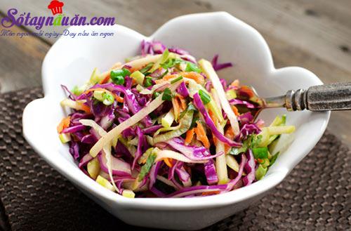 Tưới mát salad táo bắp cải tím