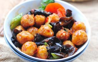 Nấu ăn món ngon mỗi ngày với Ớt chuông đỏ, trứng cút xào mộc nhĩ chua ngọt