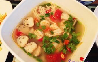Nấu ăn món ngon mỗi ngày với Nấm rơm, Canh tôm chua kiểu Thái