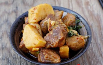Nấu ăn món ngon mỗi ngày với Nước dừa tươi, Khoai sọ kho thịt
