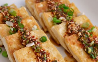 Nấu ăn món ngon mỗi ngày với Vừng rang, Làm mới đậu phụ rán