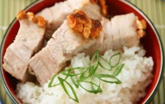 Nấu ăn món ngon mỗi ngày với Bột ngũ vị hương, Thịt quay giòn bì