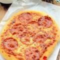 bánh mì bơ tỏi, Pizza xúc xích giòn thơm