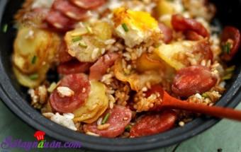 Nấu ăn món ngon mỗi ngày với Gạo, Cơm khoai tây xúc xích