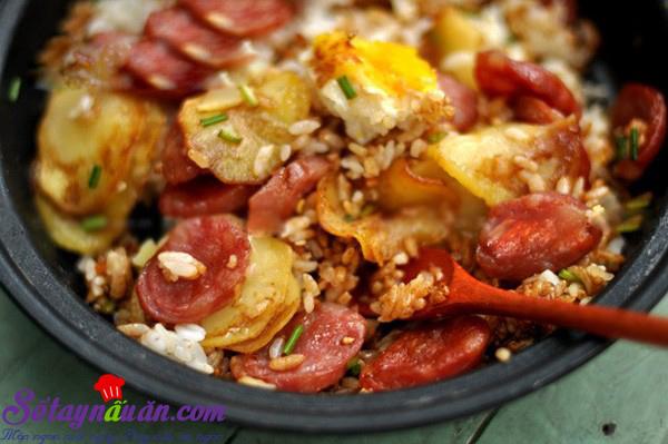 Cơm khoai tây xúc xích