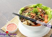 Mỳ trộn salad Thái hấp dẫn