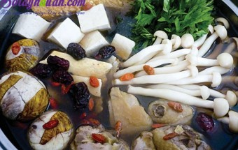 Nấu ăn món ngon mỗi ngày với ngổ, Lẩu gà dừa xiêm cho mùa đông lạnh