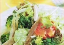 Bông cải trộn gà xé hấp dẫn