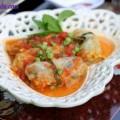 gà hấp muối, bắp cải cuộn thịt sốt cà chua 6