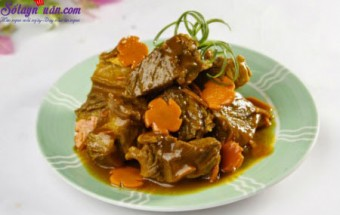 Nấu ăn món ngon mỗi ngày với Hành tím, bò kho nước dừa
