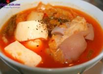 Cách nấu món canh kim chi hầm giò heo chua, cay