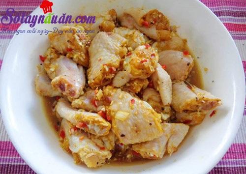 Món gà rang muối đặc biệt thơm ngon đãi khách
