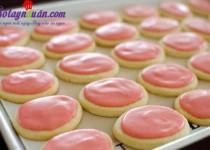 Hướng dẫn cách làm bánh quy phủ kem dâu tây