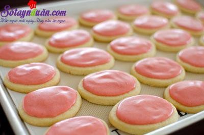 cách làm bánh quy phủ kem dâu tây 15