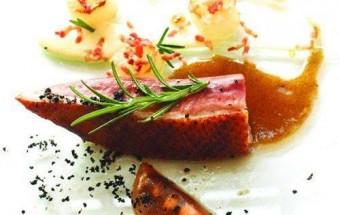 Nấu ăn món ngon mỗi ngày với Củ cải trắng, Cách làm ức vịt áp chảo kèm xốt nâu cực kì hấp dẫn