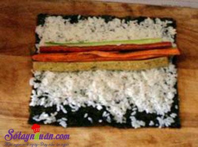 Cách làm kimbap Hàn Quốc siêu ngon, cực đơn giản tại nhà 3