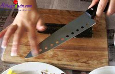 Cách làm kimbap Hàn Quốc siêu ngon, cực đơn giản tại nhà 4