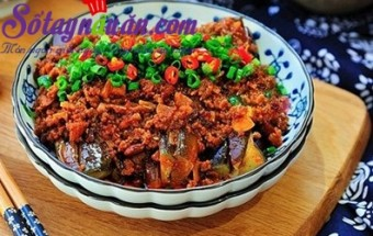 Nấu ăn món ngon mỗi ngày với Ớt chuông, Cách nấu cà tím xốt thịt băm đậm đà cho ngày mưa