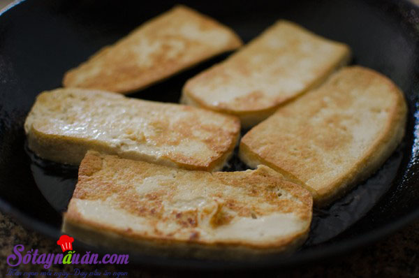 Cách làm đậu phụ rán trứng kiểu Hàn chua cay tuyệt ngon 6