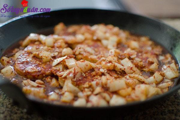 Cách làm đậu phụ rán trứng kiểu Hàn chua cay tuyệt ngon 7
