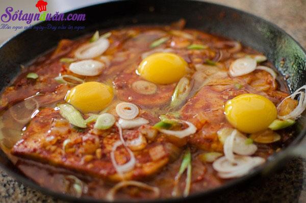 Cách làm đậu phụ rán trứng kiểu Hàn chua cay tuyệt ngon 9