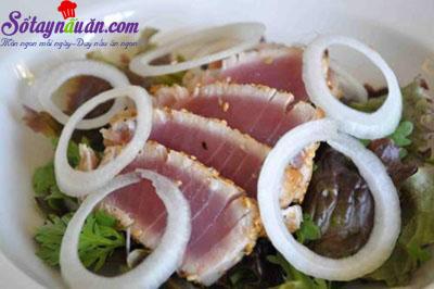 Cách làm salad cá ngừ ngon như ngoài tiệm 7
