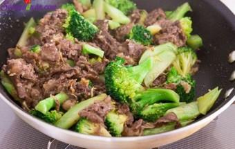 Nấu ăn món ngon mỗi ngày với Dầu mè, cách làm súp lơ xào thịt bò 5