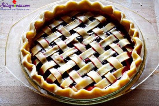 - Bước 8: Bánh sau khi đan xong cho vào lò nướng ở nhiệt độ 175 độ C trong 40-45 phút.  - Bước 9: Lấy bánh ra, để nguội rồi cắt thành miếng để ăn. 8