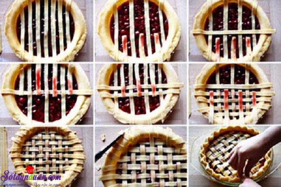 - Bước 8: Bánh sau khi đan xong cho vào lò nướng ở nhiệt độ 175 độ C trong 40-45 phút.  - Bước 9: Lấy bánh ra, để nguội rồi cắt thành miếng để ăn. 7