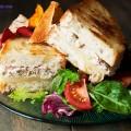 khoai tây bọc cá ngừ, cách làm bánh mì kẹp cá ngừ 10