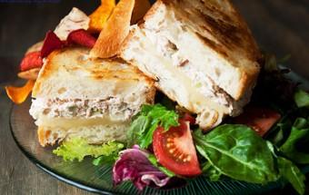 món ăn miền bắc, cách làm bánh mì kẹp cá ngừ 10