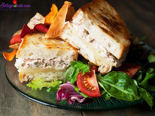 cách làm bánh mì kẹp cá ngừ  10