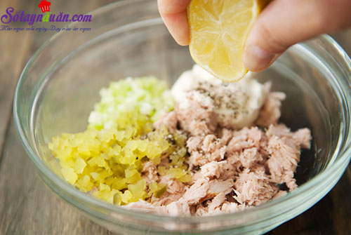 cách làm bánh mì kẹp cá ngừ  3