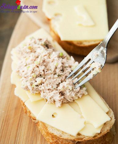 cách làm bánh mì kẹp cá ngừ  6