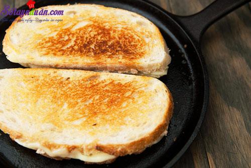 cách làm bánh mì kẹp cá ngừ  9