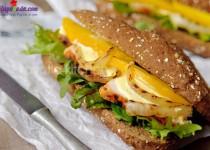 Cách làm bánh sandwich gà với sốt xoài ngon tuyệt