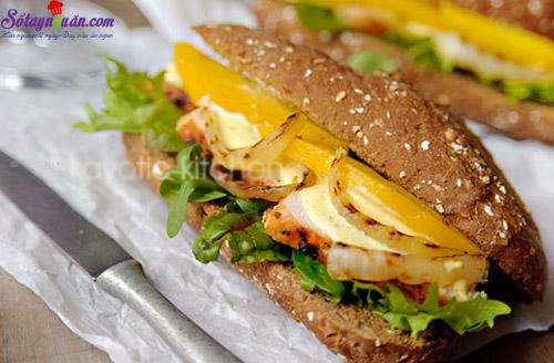 cách làm bánh mì sandwich gà với sốt xoài  9
