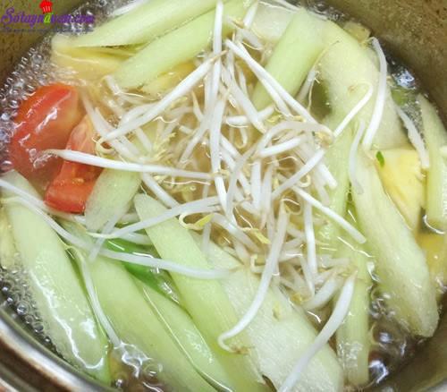 Cách nấu canh chua mực thanh mát bổ dưỡng ngày hè 6