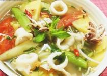 Cách nấu canh chua mực thanh mát bổ dưỡng ngày hè