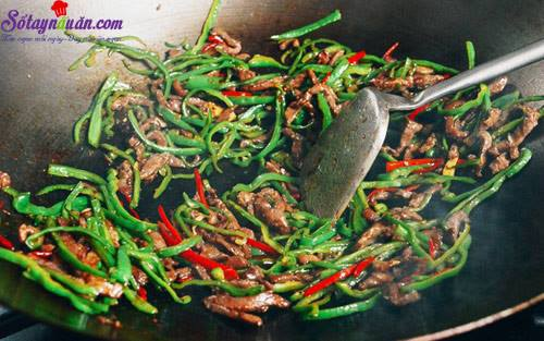 huong-dan-lam-thit-bo-xao-ot-ngon-den-mieng-cuoi-cung-buoc-4