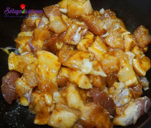 Cách làm thịt ba chỉ kho nấm rơm đậm đà ngon cơm 2