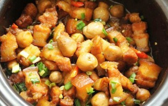 Món kho, Cách làm thịt ba chỉ kho nấm rơm đậm đà ngon cơm 6