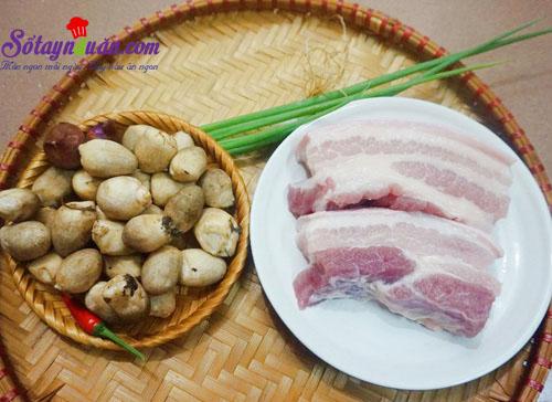 Cách làm thịt ba chỉ kho nấm rơm đậm đà ngon cơm nguyên liệu