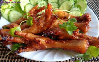 Nấu ăn món ngon mỗi ngày với Mật ong, chân gà nướng sa tế