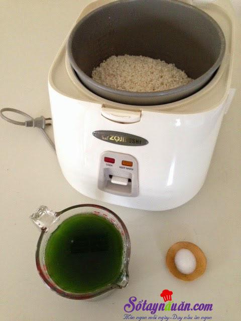 Hướng dẫn nấu xôi lá dứa bằng nồi cơm điện ngon hết sẩy 2