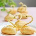 kem dâu tây, cách làm bánh su kem hình thiên nga 5
