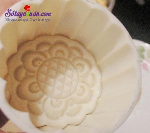 Cách làm bánh trung thu nhân custard thơm ngon cho bé 3