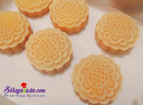 Cách làm bánh trung thu nhân custard thơm ngon cho bé 3 (4)